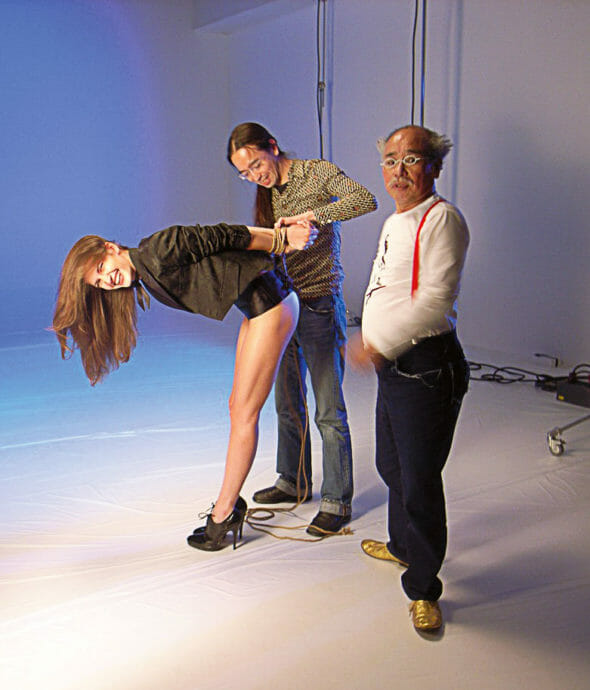 Fotomodelul Diana Dondoe, la ședința foto cu Nobuyoshi Araki