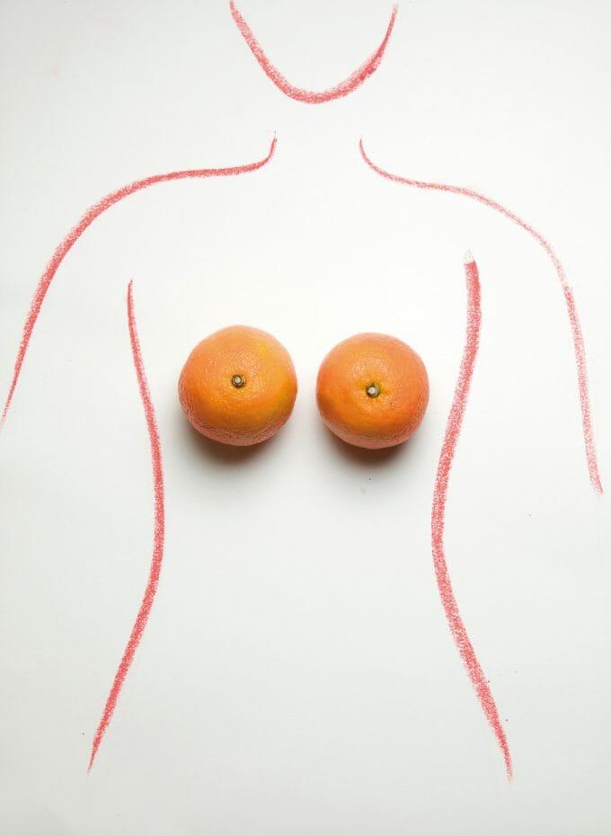 desen care imită conturul corpului unei femei ce are în loc de sâni două portocale