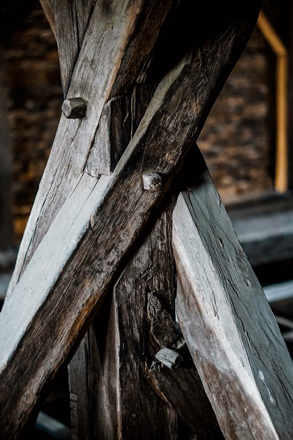 stâlp de susținere din turnul bisericii