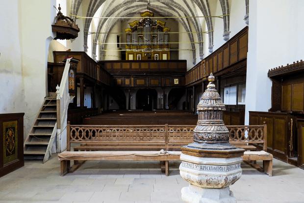 bănci și strană biserică Sighișoara