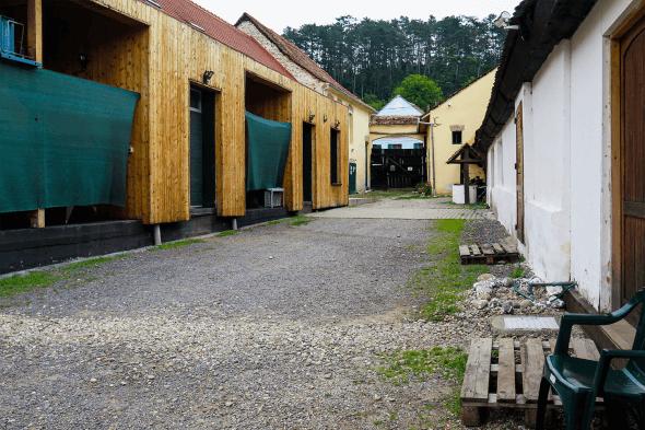 curtea fabricii Pivnița Bunicii