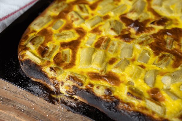 pizza cu rubarbă coaptă