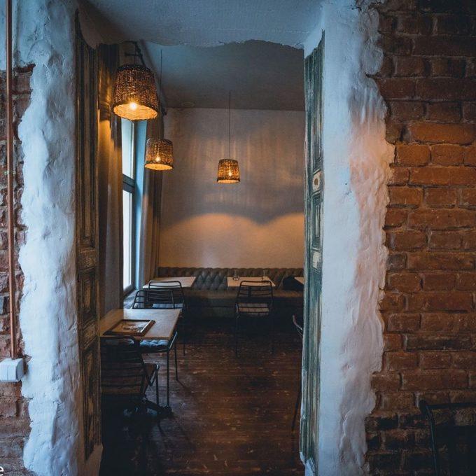 Restaurantul Anika gol, înainte de închiderea temporară din cauza coronavirusului.