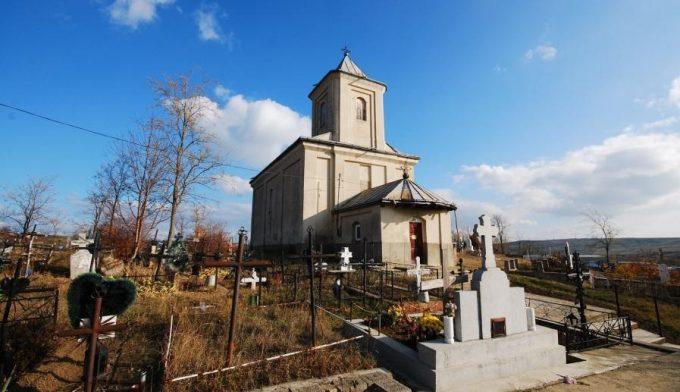 biserica și cimitirul din Dădești, surprinse într-o zi senină