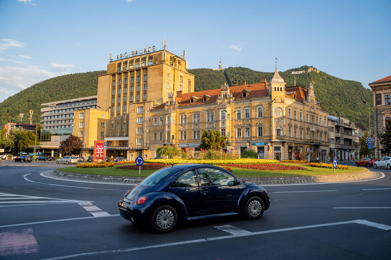 Sensul giratoriu de la Hotel Aro în Brașov