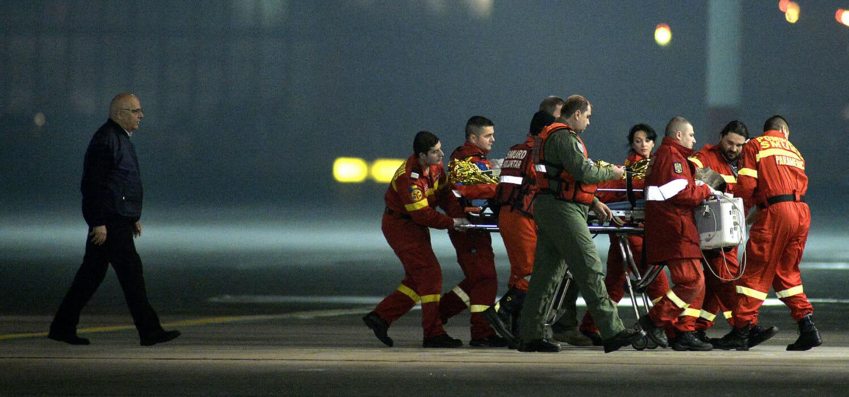 Raed Arafat merge după un echipaj SMURD care transportă un pacient