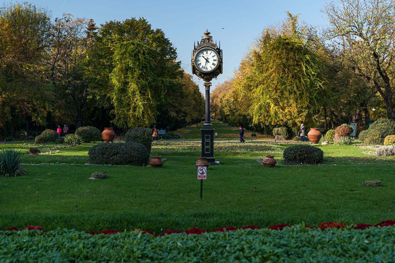 Ceasul nou din parc