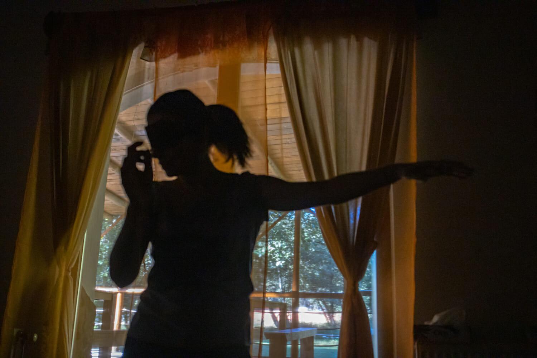 femeie care dansează