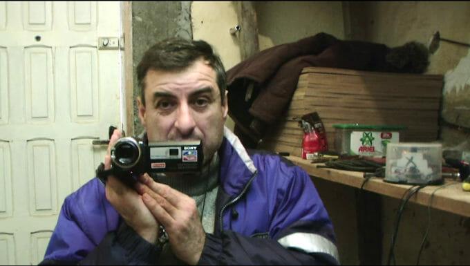 Ion Tarara o filmează pe Andra pentru film.