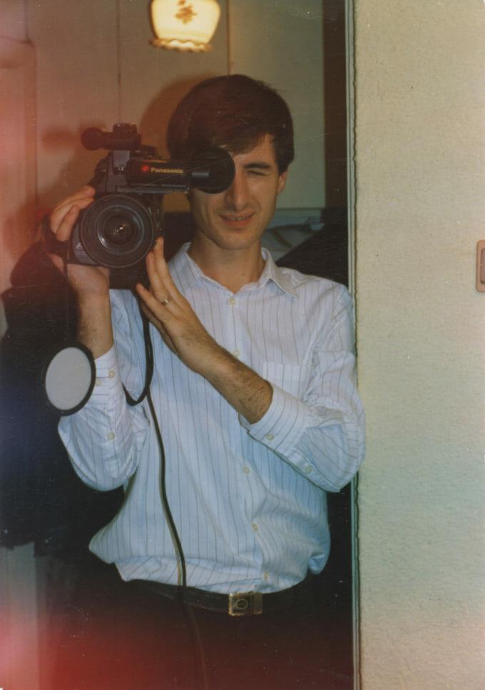 Ion Tarara cu o cameră de filmat
