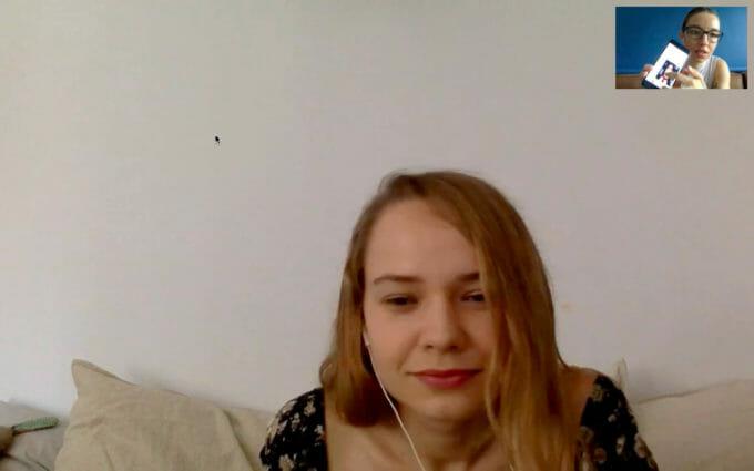 Silvana se uită atent la Ilinca pe ecran - captură de ecran dintr-o conversație videp