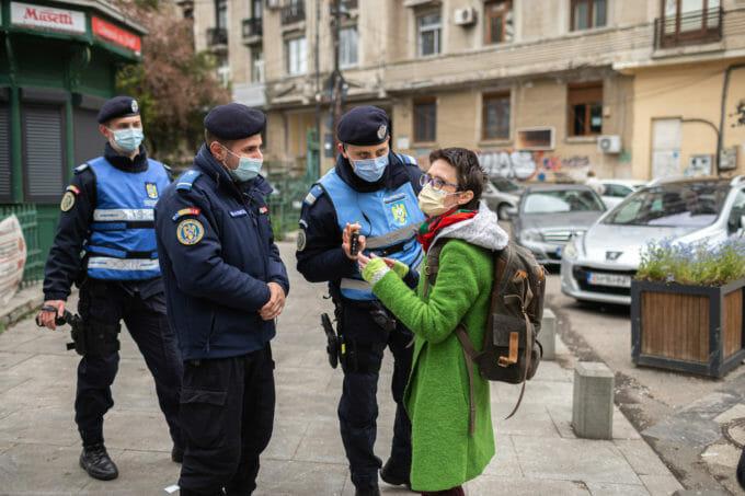 Zamfi discută cu poliția