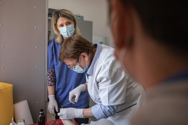 O vizită a unui pacient la dr. Cătălina Comșa.